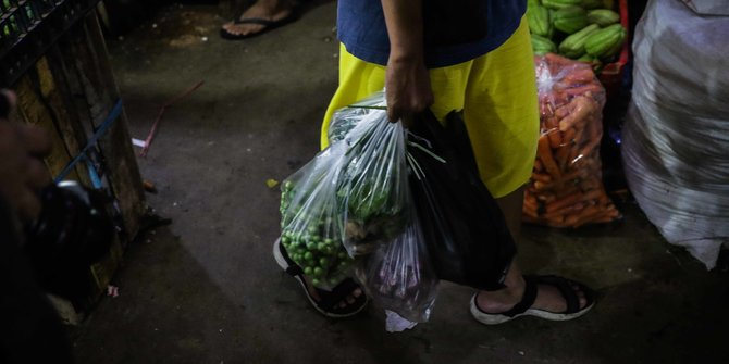 Penggunaan Kantong Plastik Sekali Pakai Dilarang Mulai Besok di Pasar Jaya